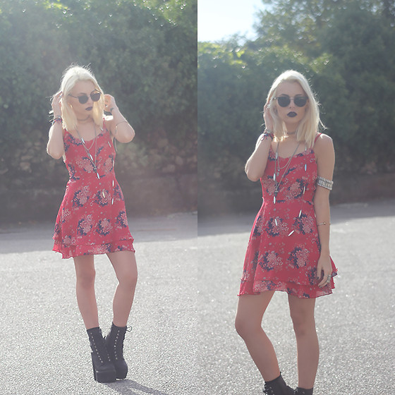 Cátia Gonçalves - New Dress Floral, Jeffrey Campbell Boots, Dressin Sunglasses - She should have fallen on her stance
