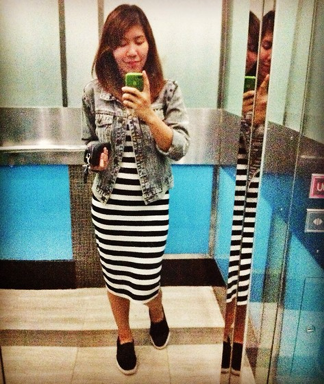 PAPU DOMINGO - Forever 21 Long Dress, Forever 21 Denim Jacket - Casual: sneaky ride