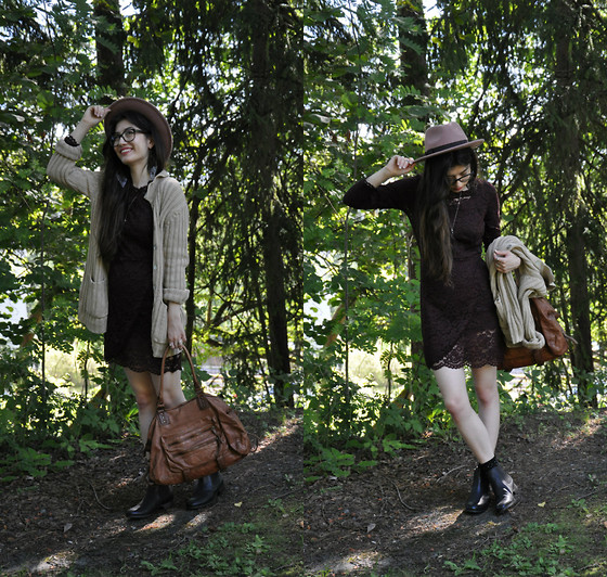 Sunniva - Warehouse Hat, By Timo Dress, L.O.G.G Sweater, Clarks Chealsey Boots, Don Donna Bag - Purple dreams