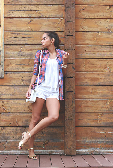 Bárbara Marques - Pull & Bear Shirt, Primark Shorts, Pull & Bear Flats, Michael Kors Watch - Changes