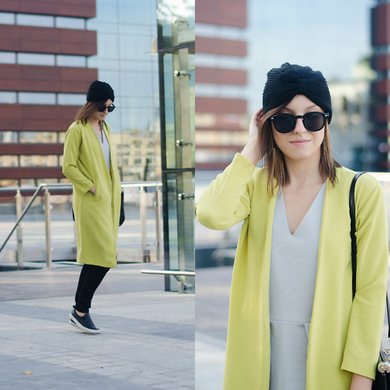 Daria R. - Sheinside Yellow Coat - COLOR