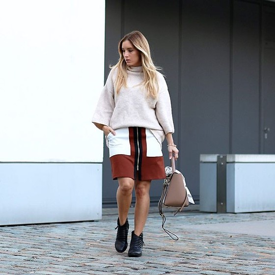 Fashiontwinstinct - Zara Turtle Neck, River Island Skirt, No Name Trapeze Bag, Clarks Boots, Asos Bandana - Bandana on your bag.