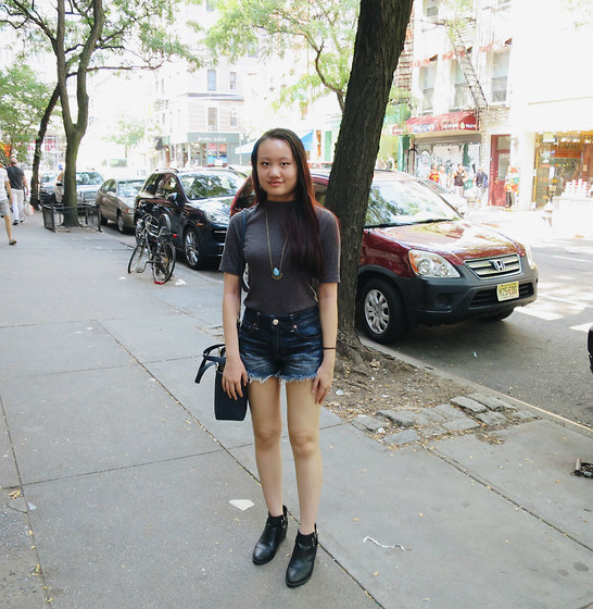 Laura Faith H. - H&M Grey Mock Neck Top, American Eagle Outfitters High Waisted Cut Off Shorts, H&M Pointed Ankle Boots - NYC Day 2