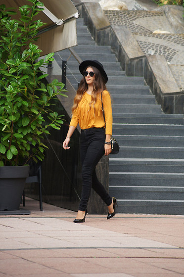 Tamy's Fashion World - H&M Hat, New Yorker Shirt, Bershka Pants, Stradivarius Bag - Fringes