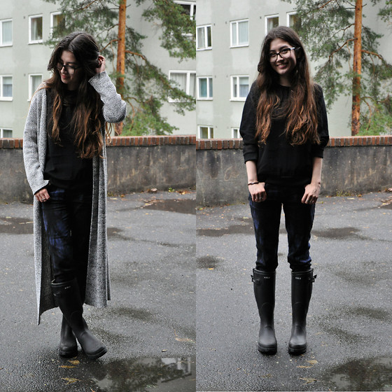 Sunniva - Zara Sweater, 2nd Day Trousers, Agile Rain Boots, Ganni Cardigan - Rain and other dividing issues