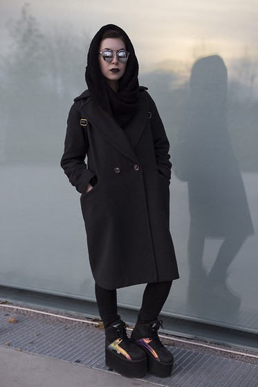 Michelle Giovanni - H&M Wool Grey Coat, Buffalo Platforms, Dealsale Mirror Sunglasses - 31/10/15