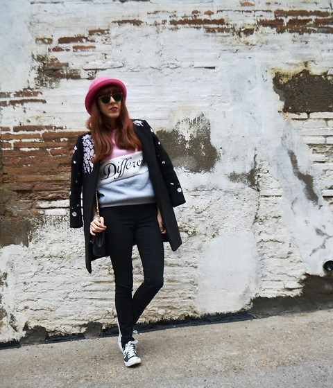 Mi Vida En Rojo - A.P.C. Sweater, H&M Dvided Hat, Oasap Coat, H&M Jeggins, Converse Sneakers - Different