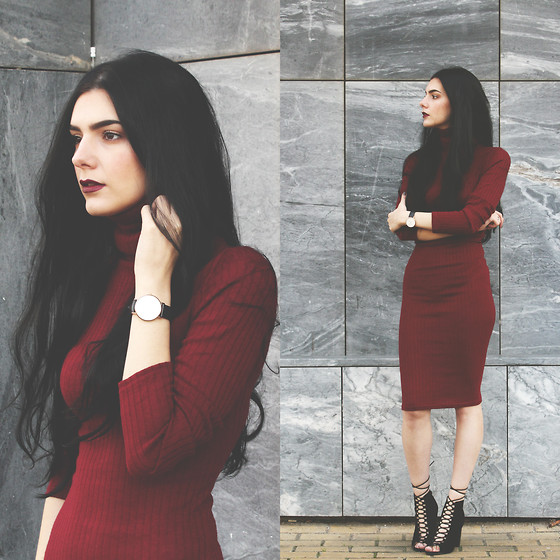 CLAUDIA Holynights - Rosewholesale Turtle Neck Midi Dress, Ego Lace Up Booties - Maroon