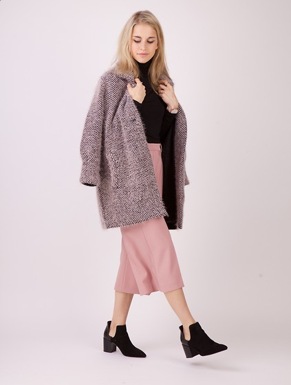 Caro Daur - Zara Shoes, Lala Berlin Coat - Rose