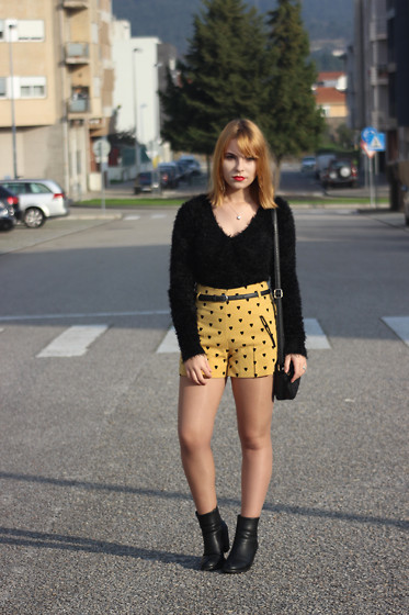 Carina Gonçalves - Primark Shorts, Parfois Boots - Hazel eyes, I was so colour blind.