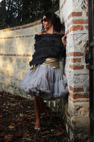 ManueLita - Iblues Cape, Stella Z Belt, Renè Caovilla Shoes, Vogue Sunglasses - Autumn Ballerina .... Cape trend ...