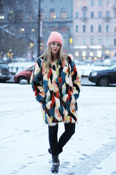Natalia Romashko - H&M Faux Fur Coat, Maison Scotch Jeans, Baldinini Boots, No Name Beany - FAUX FUR MADNESS