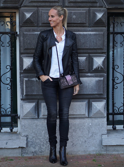 Chris - Maanzinnig Studded Clutch, Pepe Jeans Leather Jacket, Zara Blouse, G Star War Jeans, Tamaris Ankle Boots - Smallest detail can make the biggest difference