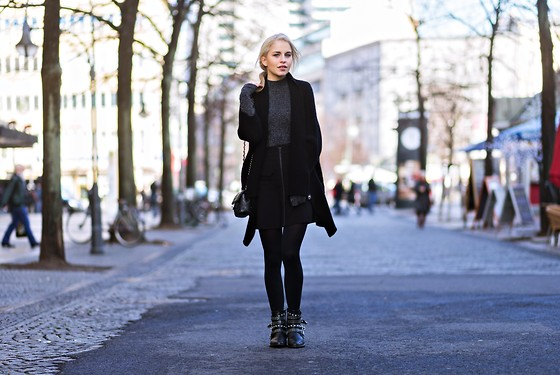 Caro Daur - Mango Shoes, Edited Skirt, Asos Sweater - All black | Berlin