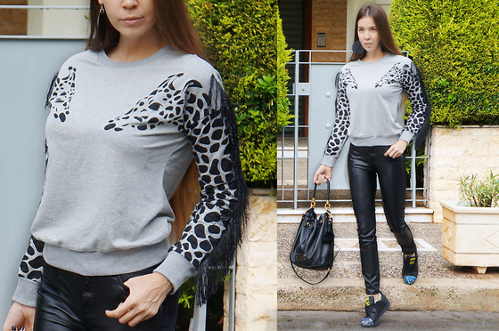LIA IGAM - Sheinside Giraffe Printed Grey Sweatshirt, Adidas Originals Supersheall, Alexander Mcqueen Leather Pants, Marc By Jacobs Pouch Leather Bag - The Modernist