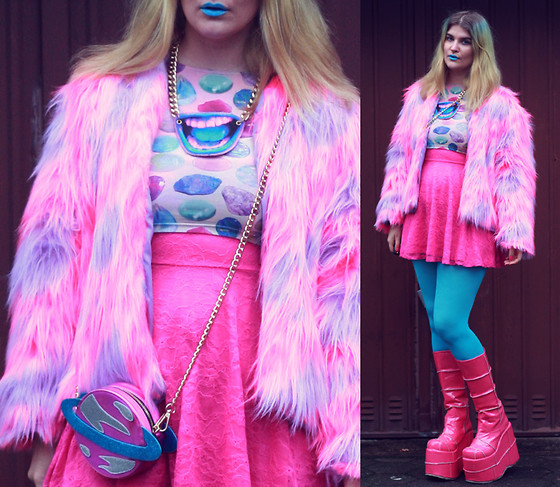 Alison Videoland - Omighty Crop Top, Skinnydiplondon Planet Bag, Demonia Pink Boots - Space Girl