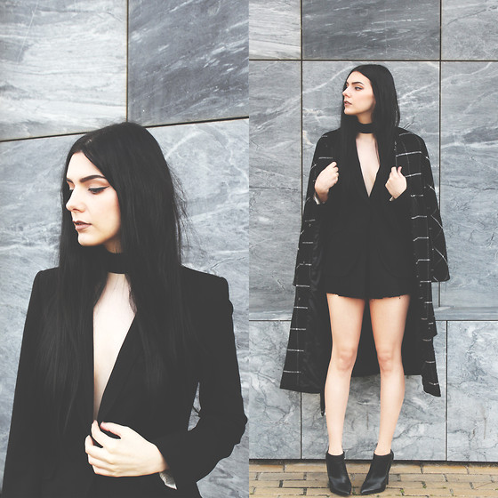 CLAUDIA Holynights - Zaful Coat, Frontrowshop Shorts, Little Mistress Ankle Boots - Suited up