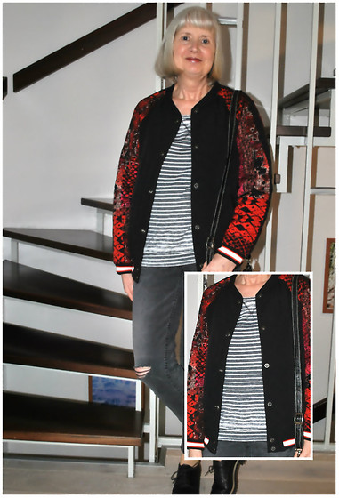 Reni E. -  - Oversize bomber jacket and stripes