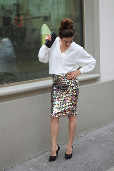 Lea Zeitman - H&M Sweater, H&M Skirt, L'autre Chose Heels, Turkish Airlines Clutch - A lil BLING BLING never hurts!