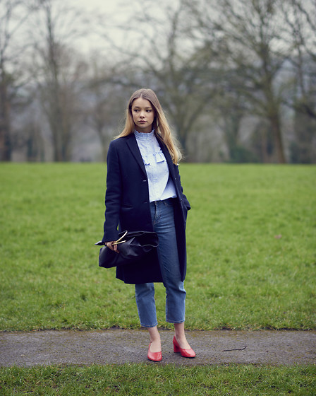 Lauren Wilson - Uniqlo Coat, H&M Blouse, Topshop Jeans, Topshop Shoes - Feeling French