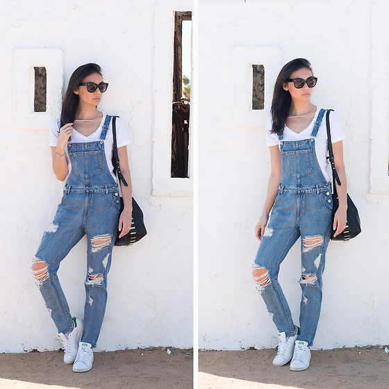 Tienlyn . - La Made Classic V Neck, Angl Denim Overalls, Stan Smith Originals, Luana Nico Bag, Céline Audrey Sunglasses - NOAH PURIFOY'S OUTDOOR ART MUSEUM