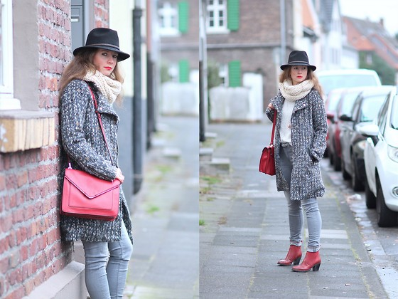Rimanere Nella Memoria - Stetson Hat, Zara Bag, Garcia Jeans - Streetstyle with Touch of Red