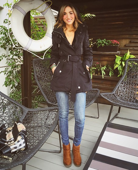 Giuliana ♡ - Bershka Booties, Burberry Raincoat, Kidsmadehere Jeans, Burberry Bag - Little Black Riding Hood