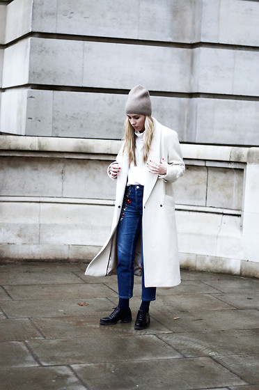 Daniella Robins - Topshop Jeans - Comfortable Style Doesn't Have To Mean Boring