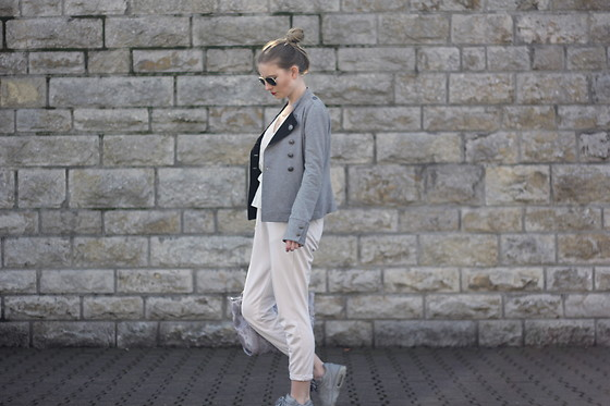 Sarah F -  - Beige and grey spring look