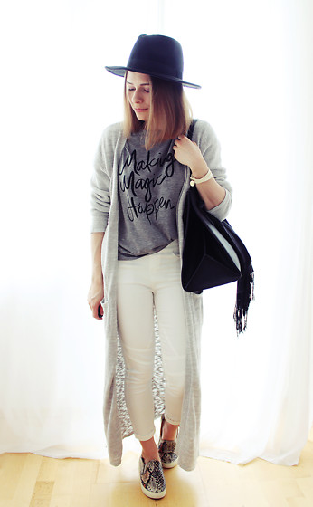 Marta S. - Sheinside Black Hat, Sheinside Grey T Shirt, Bonprix Grey Long Sweater, White Slim Pants, Snake Skin Slip On Shoes, Sheinside Black Shopper Bag - STREET STYLE