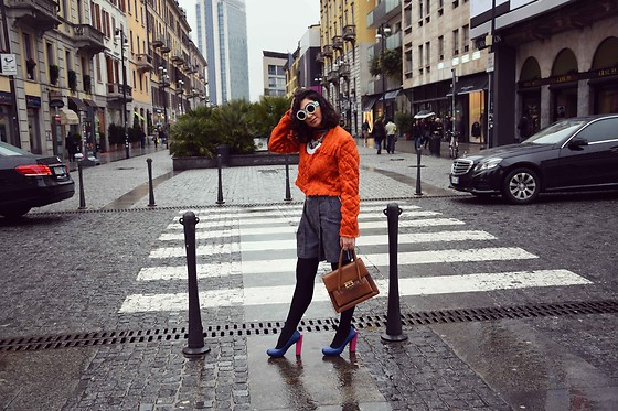 I-lin Tasoz - Fakoshima Sunnies, Xu Zhi Top, Sean Suen Shorts, United Nude Shoe - COLORFUL
