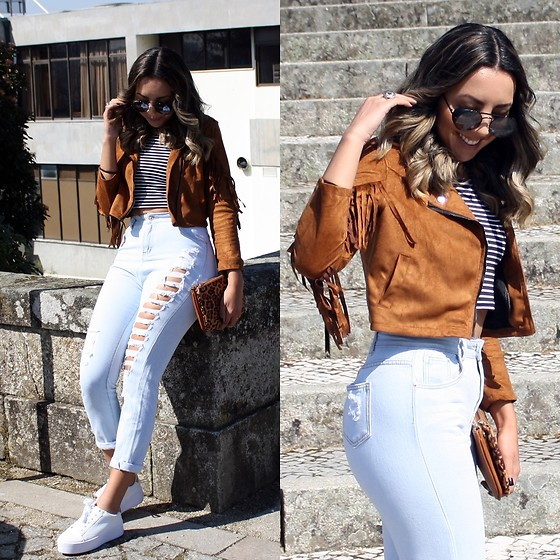 Cá Cavalcant - Top Cropped Stripped, Hight Waist Denim Pants, Sneakers, Jacket, Sunglasses - The Sun is Back!
