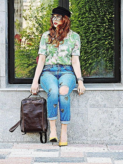 Daniela Macsim - Zara Shirt, Stradivarius Momfit Jeans, Stradivarius Shoes, Ideal Boutique Bagback - COMICS