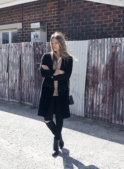 Jenelle Witty - Elliatt Black Coat, Toga Pulla Boots, Boden Cashmere Knit, Furla Metropolis Bag, Boohoo Torn Knee Jeans - HOW TO GROW AN AUTHENTIC BLOG
