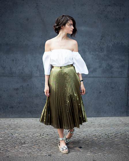 Carmen Launspach - &Otherstories Skirt, Vince Espadrilles - Golden Girl