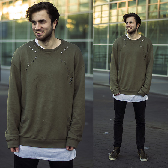 Tim Unterlauf -  - Destroyed Oversized Look
