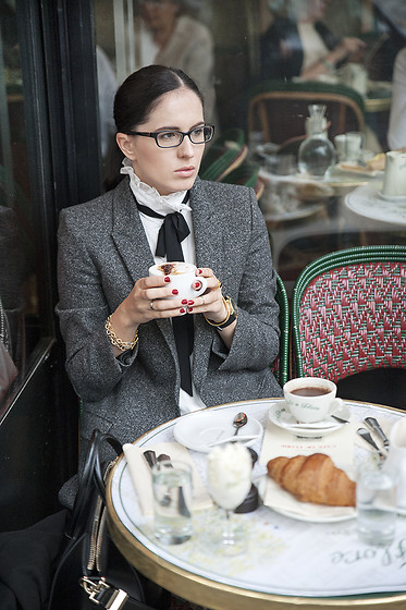 The Day Dreamings - Zara Blazer, Cluse Watch, Givenchy Bag Antigona, Theshineproject Bracelets - Coffee at Cafe de Flore