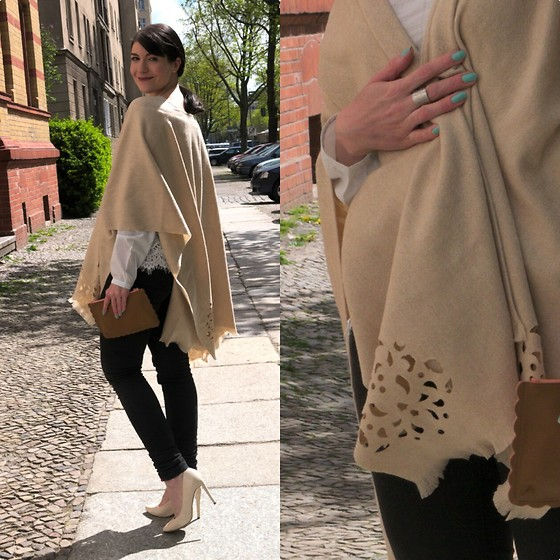 Caliope Fraas Poncho, Boden Scallop Clutch, Tamaris Pumps