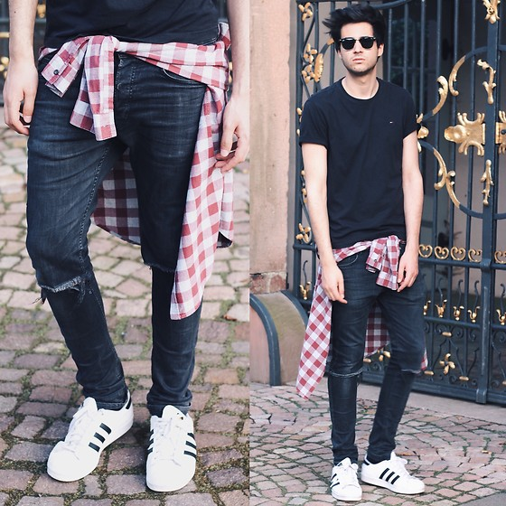 adidas superstar black and white with jeans