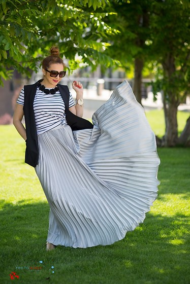 Daniela Macsim - Shein Silver Zipper Side Pleated Flare Maxi Skirt, Stradivarius Striped T Shirt, Zara Vest - Feel the rhythm of nature