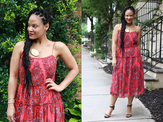 Johnnalynn Lynch -  - Summer Paisley + Banana Republic