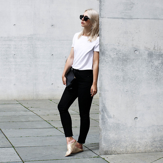 Leonie // www.noanoir.com - Ace & Tate Oversized Black Sunglasses, Cos Basic White Tee, Weekday Black Fringed Denim Jeans, Eleven Black Leather Mini Shoulder Bag, Golden Leather Babouche Slides - Babouche Slides
