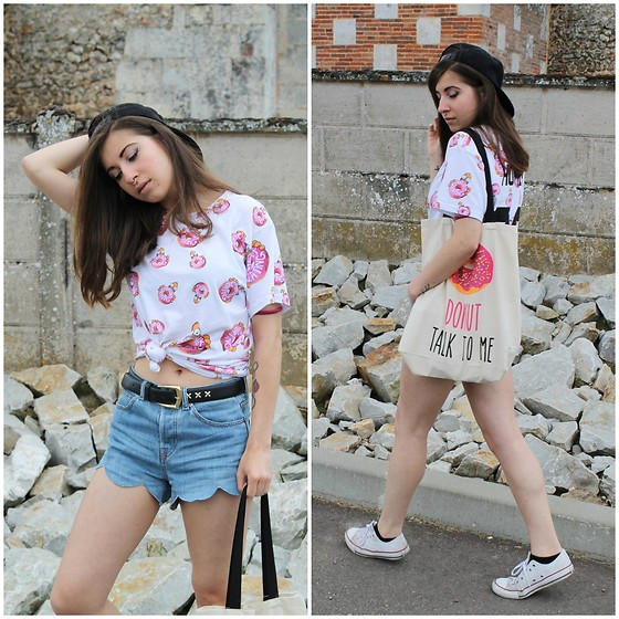 Elo' Cupcake - Eleven Paris Top, H&M Shorts, Converse, Primark Tote Bag, Karl Lagerfeld Cap - Donut Talk To Me