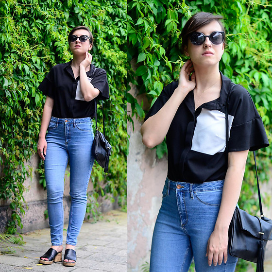 Daria R. -  - Short sleeve shirt, jeans and cork sandals