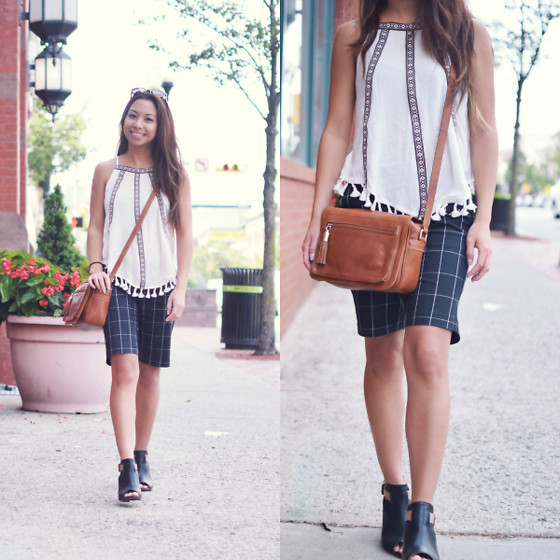 Melanie P. - Sammydress Top, Banana Republic Tailored Shorts, Clarks Sandals - Styling Tailored Shorts