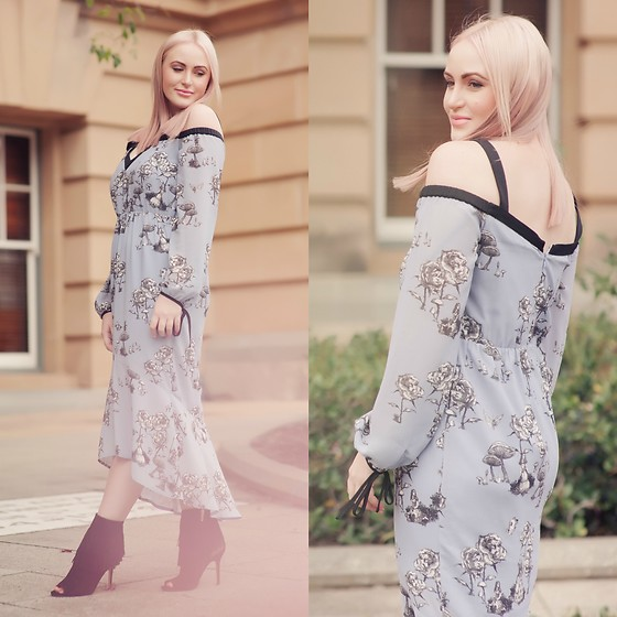 Ashleigh McCallum - Seduce Curiouser & Curiouser Dress, Sam Edelman Arizona Fringe Booties - Seduce x Disney: The Wonderland Collection