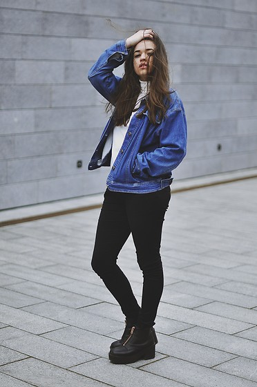 Paulina Pawlak - H&M Black Boots, Second Hand Denim Jacket, Second Hand Turtleneck - Normally