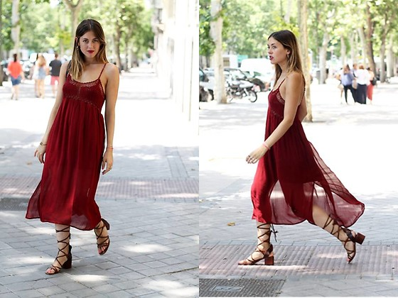 Amy Ramírez - Pull & Bear Dress, Zara Sandals - Burgundy crochet