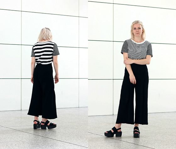 Manon Dijkhuizen - Cos T Shirt, Weekday Pants, Vagabond Sandals - A Pair of Favs