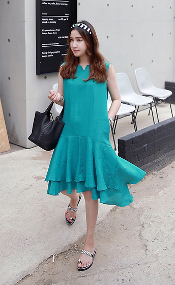 Miamiyu K - Miamasvin Split Neck Sleeveless Midi Dress, Miamasvin Rhinestone Embellished Toe Ring Sandals - Teal or No Teal
